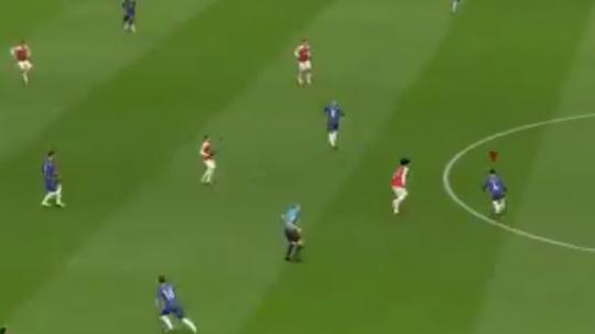 El FIFA recrea los pitos a Fàbregas por su 'traición' con el Chelsea. Captura
