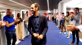 Juanfran se despidió de los trabajadores del Atlético. Twitter/Atleti