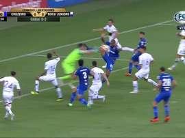 Dedé fue con la pierna muy arriba y el árbitro le señaló fuera de juego.