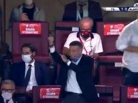 Una peineta como venganza: el presidente del Trabzonspor, desatado. Captura/ATV