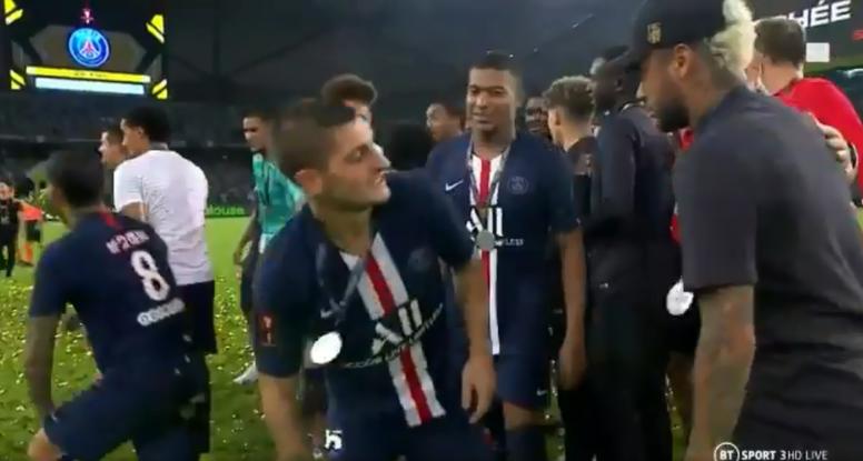 Lo que no se vio del lío en la celebración de Mbappé y Neymar. Captura/BTSports