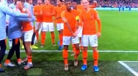 O forte recado de De Jong e Wijnaldum que é aplaudido pelo mundo do futebol. Captura/UEFATV