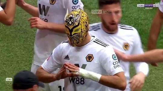 Raúl Jiménez recordó a 'Sin Cara' tras marcar el 0-2 en Wembley. Captura/beINSports