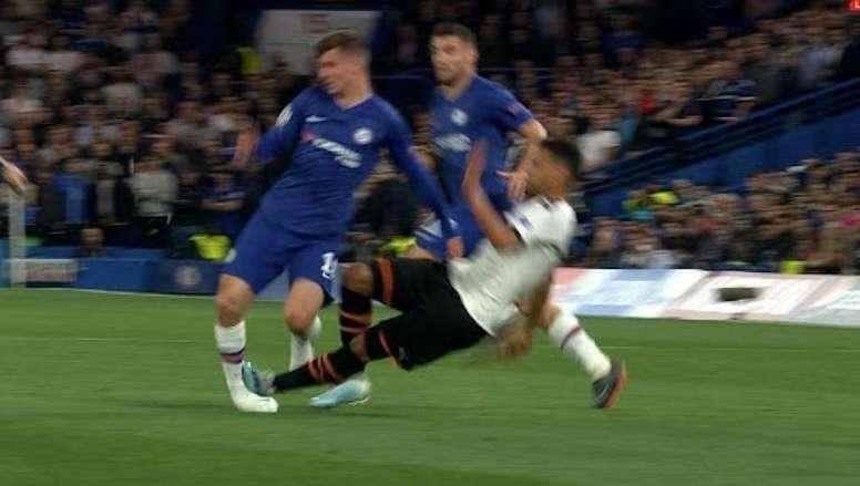 Pourquoi Coquelin n'a pas pris de rouge sur cette action contre Chelsea ? Captura/MovistarLigaDeCamp