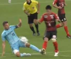 Podolski a été expulsé suite à un tacle. Capture/yousef_teclab