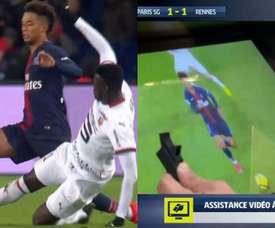 Niang vio la amarilla por la acción. Captura/BeINSports