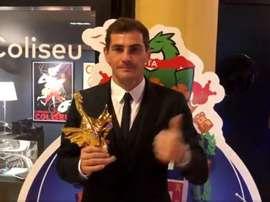 Captura de la imagen de Iker Casillas con el 'Dragón de Oro'. Twitter/Oporto