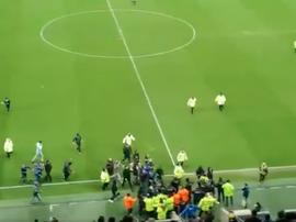 La violencia regresó al fútbol francés. Twitter/GuillermoBullon