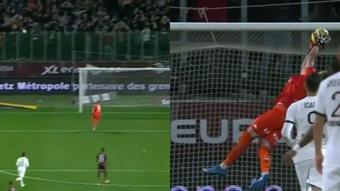 Mbappé casi anota al devolver un balón. Captura/ESPN