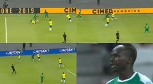 Mane only needed a few metres to break Arthur, Alves and Casemiro. Captura/DAZN
