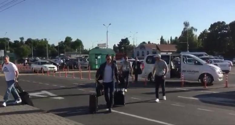 Julen abandonó Krasnodar nada más ser destituido. Captura/HelenaCondis