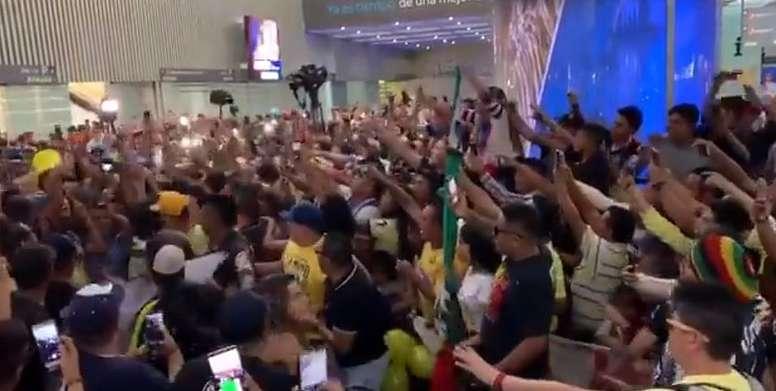 Auténtica locura en la llegada de Ochoa al aeropuerto. Twitter/ESPNmx