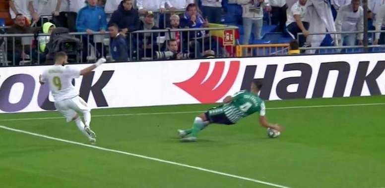 La mano que reclamó como penalti el Madrid. Captura/Movistar