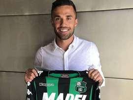 El extremo italiano posó con su nueva camiseta. Sassuolo