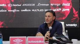 Milito, nuevo entrenador de Argentinos. YouTube/AAAJOficial