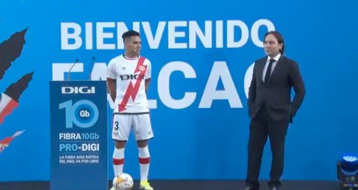 Martín Presa oyó las quejas de los fans. Captura/RayoVallecano