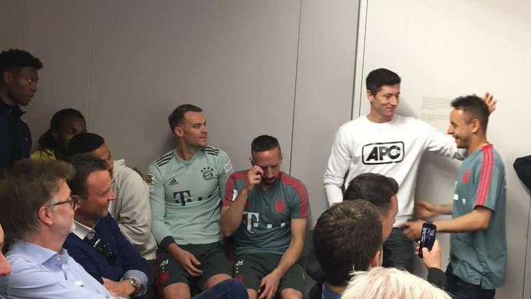 La emotiva despedida de Rafinha que hizo llorar a Ribéry. Captura/FCBayernTV