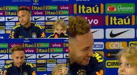 Neymar con Brasil junto a su hijo. Twitter/CBF_Futebol