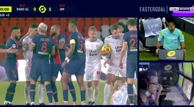 The referee sent off five players in PSG v Marseille. Captura/beINSports