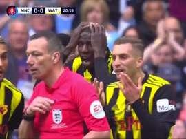 Il y aurait pu y avoir un penalty pour Watford. Capture/DAZN