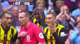 Pudo haber penalti de Kompany para el Watford. Captura/DAZN