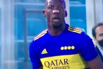Advíncula recibió insultos racistas ante Atlético Tucumán. Captura/TyCSports