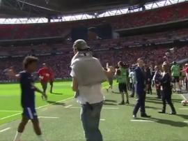 Alonso pour soutenir ses coéquipiers. Capture/ChelseaFC