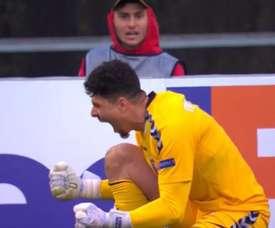 Matheus dived to save Hagi's penalty. Captura/MovistarLigadeCampeones