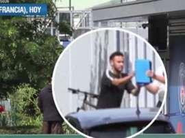 Neymar a été reçu au centre d'entraînement du PSG en étant traité de 'mercenaire'. Capture/Cuatro