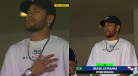 Neymar se acercó a ver a sus compañeros. Captura/SportTV1