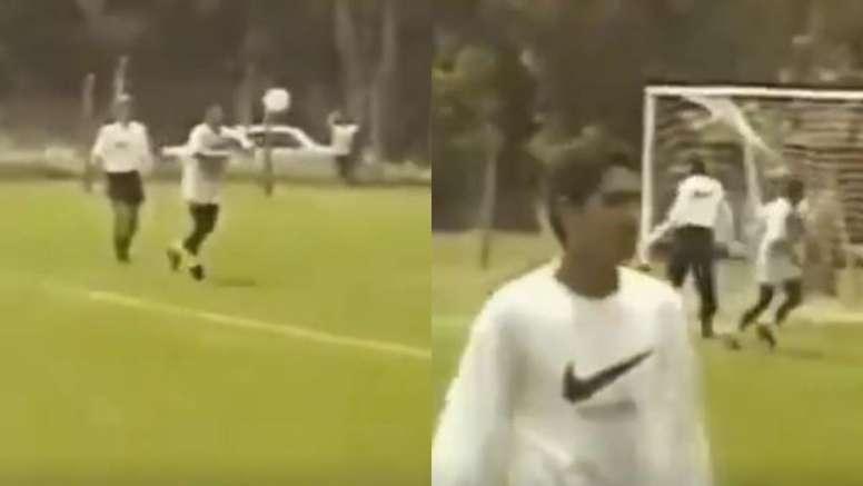 El gol de Maradona a centro de Riquelme que se viralizó 22 años después. Captura/Twitter