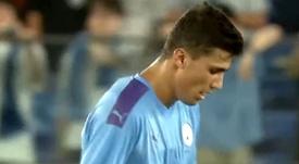 Rodrigo se lesionó y obligó a Pep a meter, al fin, a un central. Captura/Youtube