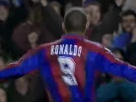 Ronaldo assinou pelo Barcelona graças a um disfarce. Youtube