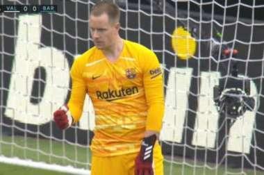 Ter Stegen saved Maxi Gomez's penalty to keep Barca at 0-0. Captura/MovistarLaLiga