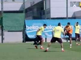 Luis Suárez marcou golaço durante um treinamento do Barcelona. Captura/FCBarcelona