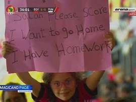 Salah pidió 'perdón' a la joven aficionada. Captura/ArenaSports