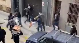 Torcedores de Espanyol e Athletic brigaram nos arredores do estádio. Captura/Twitter