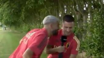 Carrasco sabote l'interview d'Eden Hazard et se moque du Real Madrid. Capture/RTBF