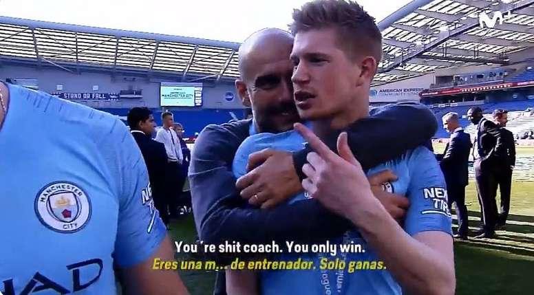 De Bruyne scherza con Guardiola. Twitter/ElDiaDespues