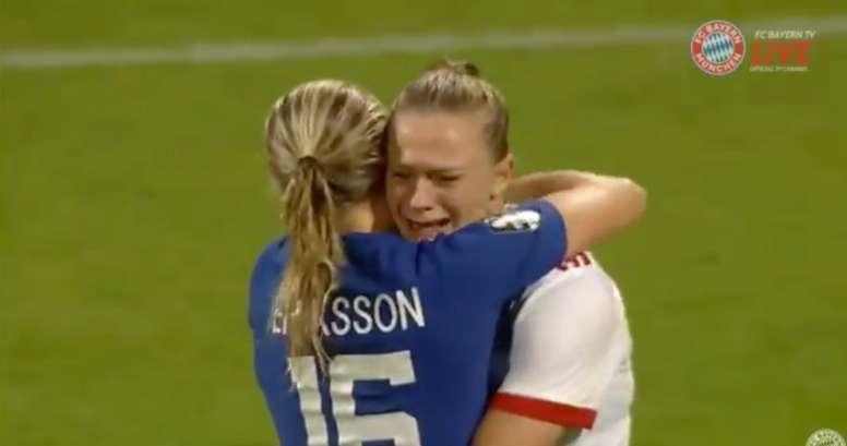 Conmovedor gesto de las suecas. Twitter/Futbolinvisibet