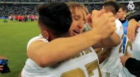 Modric a pris Rodrygo dans ses bras. Capture/RealMadridTV