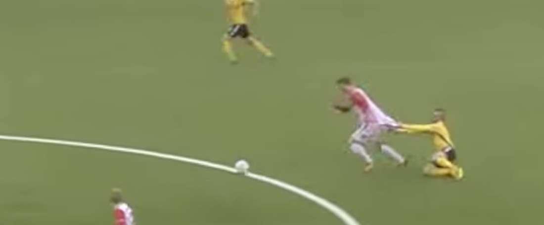 El lance tuvo lugar durante un partido de la Liga Noruega. Youtube