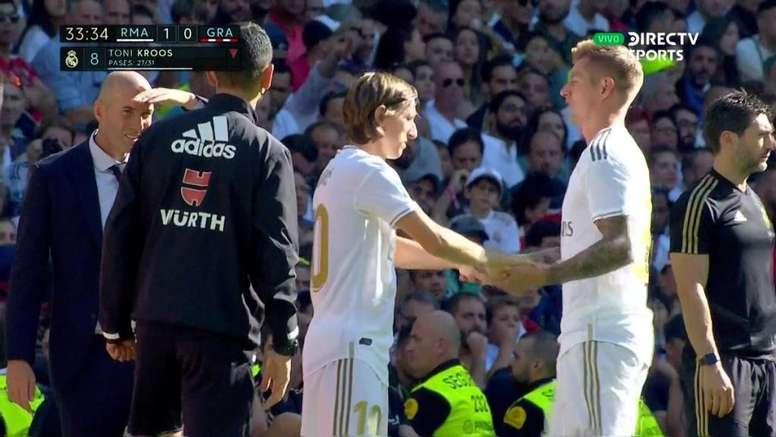 Kroos dá lugar a Modric por problemas físicos. Captura/DirecTVSports