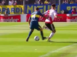 El caño recordó al mítico de Riquelme en la Libertadores del año 2000. Twitter