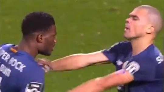 Quand Pepe s'embrouille en plein match avec un coéquipier. Capture