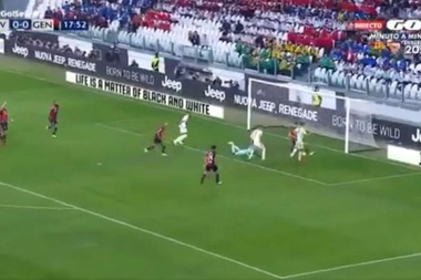Ronaldo tapped home with Piatek able only to watch on. Screenshot/Gol