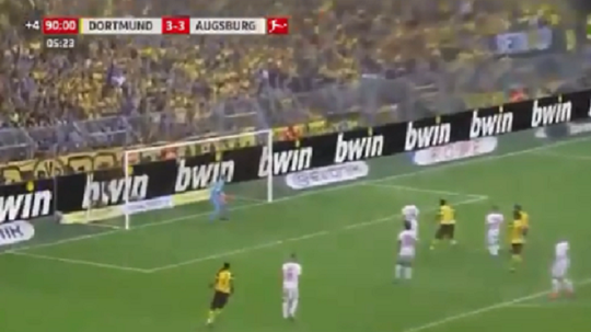 Alcácer le dio la victoria al Borussia Dortmund de falta. Captura/Viasat
