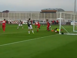 De cabeça, De Ligt marca seu primeiro gol pela Juve. Captura/JuventusFC