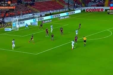 Meza inauguró su cuenta goleadora con Monterrey. Captura/LigaBancomer