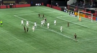 Ezequiel Barco anotó un gol de bella factura desde larga distancia. Captura/DAZN